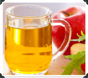 Apple Cider Vinegar for home treatment of dandruff